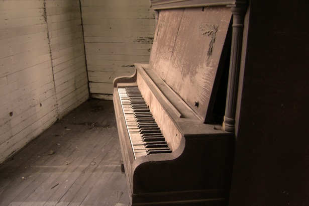 old piano for pianopage